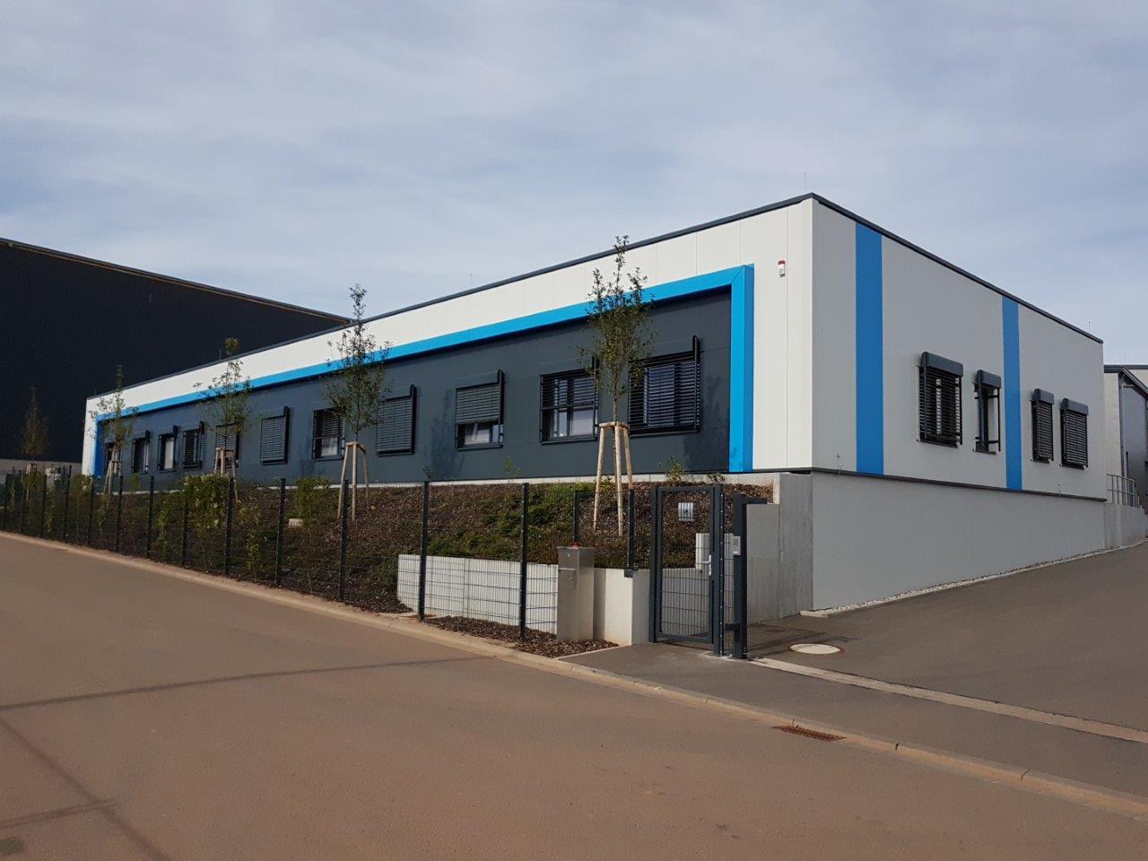 Neubau Produktions- und Lagerhalle mit Verwaltungsgebäude und Außenanlage